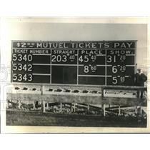 1930 Press Photo Board Shows Odds Against Crystal Pennant In Upcoming Race