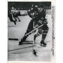 1960 Press Photo Ted Hampson, New York Rangers, Bob Baun, Maple Leafs