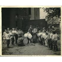 1920 Press Photo St. Louis School Children Collecting Paper
