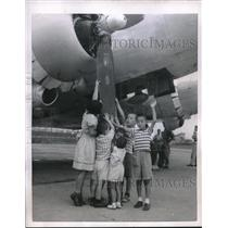 1951 Press Photo Toyko, Japan, blind children touch a airplane at AFB