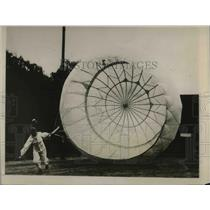 1927 Press Photo James Russel Invents Parachute Opens Quicker Than Old Style