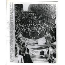1973 Press Photo crowd at funeral for Walter Medina, slain by Uruguayan police