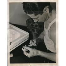 1939 Press Photo US Spies Conceal Incriminating Information