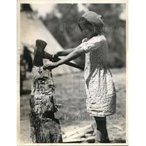 1936 Press Photo Glacier Park Indian Girl's ancestors used the tomahawk