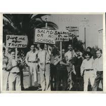 1932 Press Photo Protest removal of Ralph Salmon as principal Burbank school