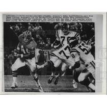 1973 Press Photo Eddie Ray, Atlanta Falcons, Jim Marshall, Minnesota Vikings