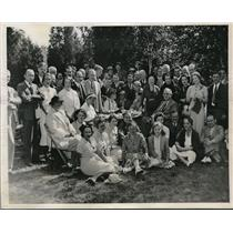 1935 Press Photo White House Newspapermen & Wives at Picnic by Pres. Roosevelt