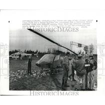 1971 Press Photo Woodland, Wash. Police & Army pilots search for hijacker