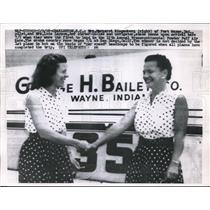 1958 Press Photo Ringenberg & Laymon Shake Hands Upon Completion of Air Race