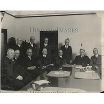 1927 Press Photo Leaders of the Street can union met official of the Co