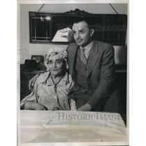1935 Press Photo Abe Weiss & mom Tillie Weiss Win Irish Hospital Sweepstakes