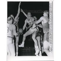 1960 Press Photo Mike Farmer, New York Knicks, Jim Palmer, Game in Philadelphia