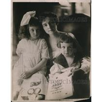 1918 Press Photo Mrs Gifford Dudley & her children