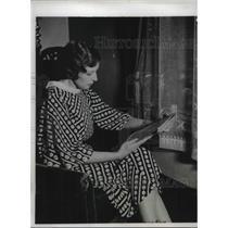 1933 Press Photo Mrs Della Mattern reas of flier husband circling world