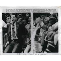 1970 Press Photo Coach Larry Costello Shouts Advice to Milwaukee Bucks Players
