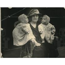 1922 Press Photo Woman and her twins arriving in San Francisco California