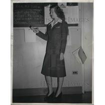 1944 Press Photo Martha Nicholson, Penn Central airlines reservations