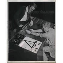 1943 Press Photo Pittsburgh Pennsylvania Ralph Sage Airport Workers