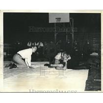 1935 Press Photo Maurice Levin, George Triede, Wrestling Match, Philadelphia