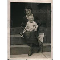 1922 Press Photo Mrs. Alice Cauldwell with her son in Philadelphia