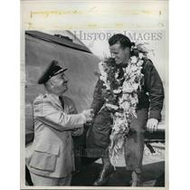 14949 Press Photo Army greets another with garland on his neck