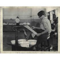 1927 Press Photo Akron, Ohio Goodyear Tire & Rubber Co employee - neb99905