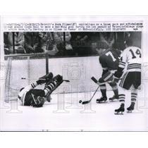 1963 Press Photo Detroit Red Wing Norm Ullman, Glenn Hall, Chicago Black Hawks