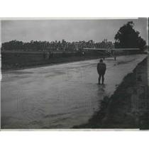 1937 Press Photo Pilot takes off from flooded st in LA, Calif.