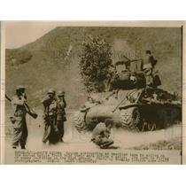 1950 Press Photo American troops & tank in Korean war zone