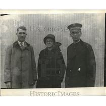 1928 Press Photo Police Chief J.M. Yoder, Mrs. W.G. Vaughan, Capt W.G. Vaughn