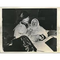 1934 Press Photo Baby Peggy Booth Mrs. Margaret Booth chicago Municipal Airport