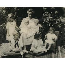 1922 Press Photo Mrs. Joseph T. Bowen of Woman's City Club & Six Grandchildren