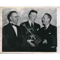 1946 Press Photo Phila.Pa. Merryl Frost, Joe Tumelty,Sports Writers Assoc.