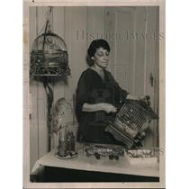 1922 Press Photo Adah Byers, female bird cage maker in her work area