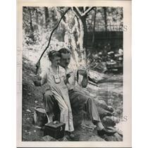1948 Press Photo Gary Lang and Host J. J. Christophel - nec05732