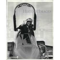 1968 Press Photo Jimmy Dell of Britain Flies New Fighter Plane in Paris, France