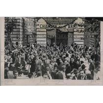 1935 Press Photo Italian Men Gather Outside Recruiting Office In Rome