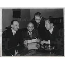 1930 Press Photo FCC Chairman Frnak McNinch Meets With Radio Broadcasting Heads