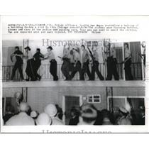 1964 Press Photo Chicago Cops Arrest Black Youths After Riot Assault On Balcony