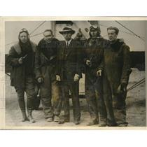 1925 Press Photo Members Of The Stirling Expedition With Their Plane At Crissy