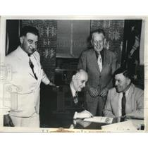 1937 Press Photo Vait, Dittner, Hutson, & Townsend Sign Steel Pact in Indiana