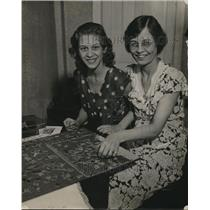 1933 Press Photo Mrs. Clara Clark Puts Together Puzzle With Daughter Eunice