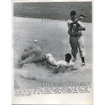 1952 Press Photo Eddie Yost, Washington Nationals, Merl Combs, Cleveland Indians