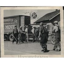 1932 Press Photo Striking Farmers search truck south of Sioux City