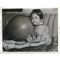 1937 Press Photo Shirley Ross w/ a toy ball made by Riley & Toy company