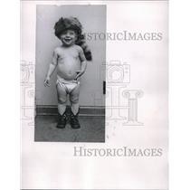 1955 Press Photo Baby Davy Crockett Son Of Edgar Crockett In Coon Skin Cap