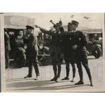 1925 Press Photo Policemen Directing Traffic