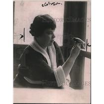 1920 Press Photo Mrs. Emily Fowler Thompson with her Canary Bird