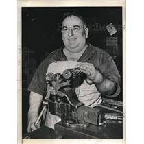 1944 Press Photo Tom Gibson Portly Mayor & Machinist For Boeing Aircraft Company