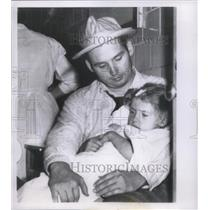 1956 Press Photo Richard Stephan with Daughter After Tornado